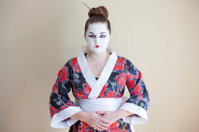 Comment puis-je faire un costume d`Halloween Geisha?