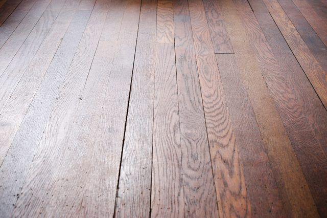 Comment enlever les taches de planchers de bois franc