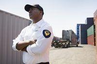 Le salaire d`un agent de sûreté de l`installation portuaire